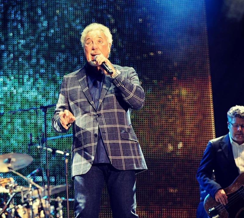 Tom Jones playing at Doncaster Racecourse